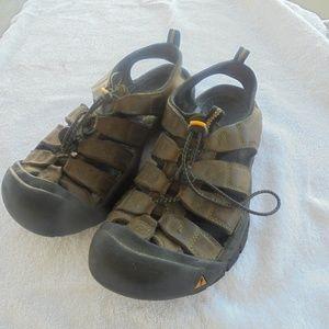 Keen Mens Sandal water shoes 8.5